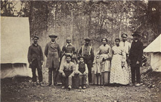 Photo of fugitive slaves known as contraband