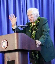Dr. Lindberg at podium thanks NLM staff at his farewell