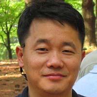 casual headshot of James Suk Song