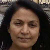 casual headshot of Narmanda Thanki-Cunningham