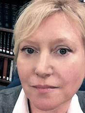 casual headshot of Basia Delawska-Elliott