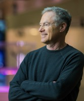 casual headshot of Dr. Eric Horvitz